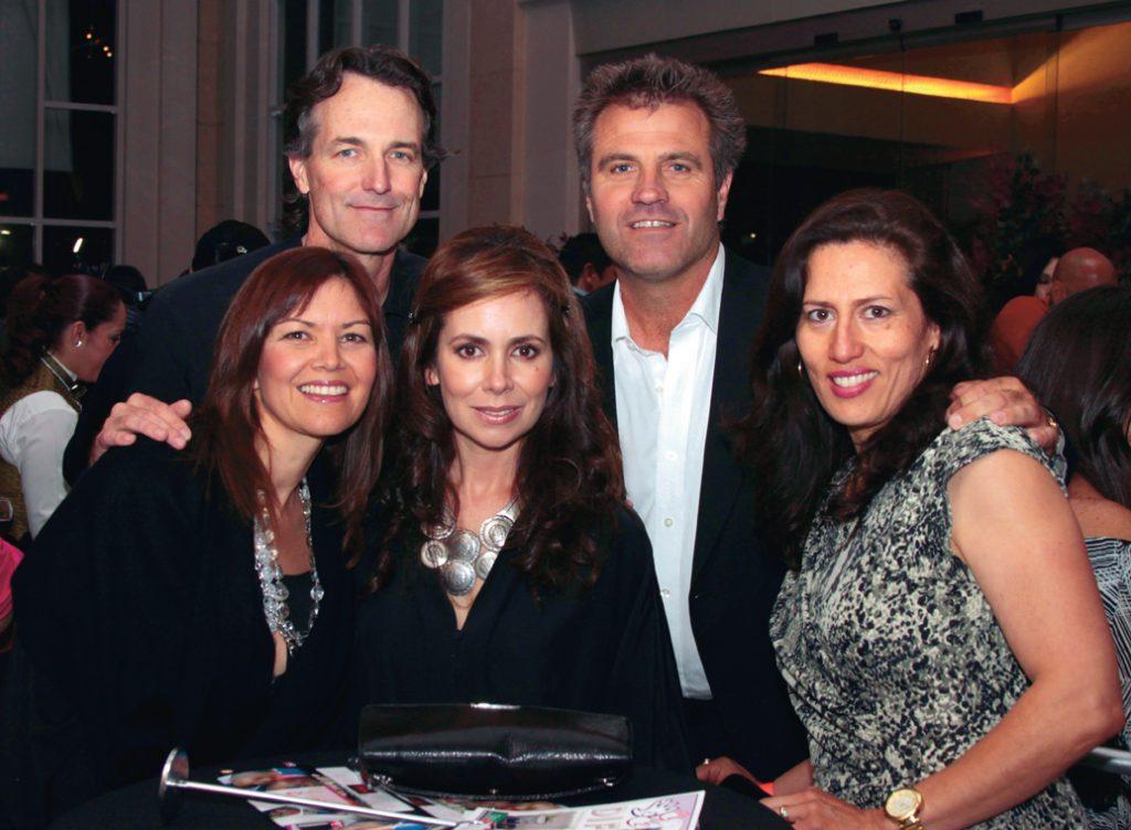 Aida Lopez con Mike y Leticia Derr y Robert y Claudia Halley