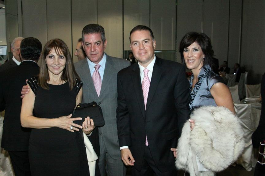 Alejandra y Hector Acevallos con Hector y Marcela Flores.JPG