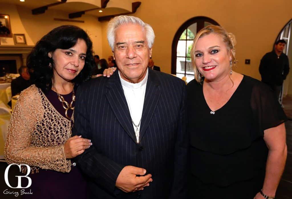 Ana Velasco  Arzobisbo Rafael Romo Munoz y Maritza Coppel