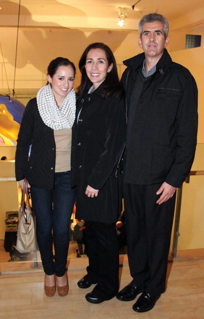 Andrea, Marcela y Edgar Mora.JPG