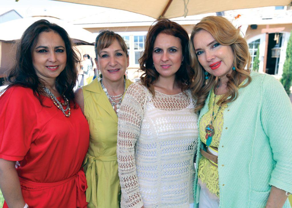 Aracely Pallares, Patricia Saunderson, Viviana Mayer y Pati Eng.JPG