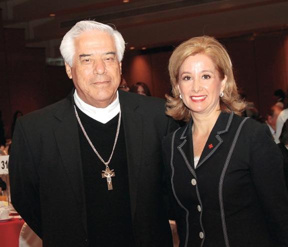 Arzobispo Rafael Romo y Dolores Gutierrez.JPG