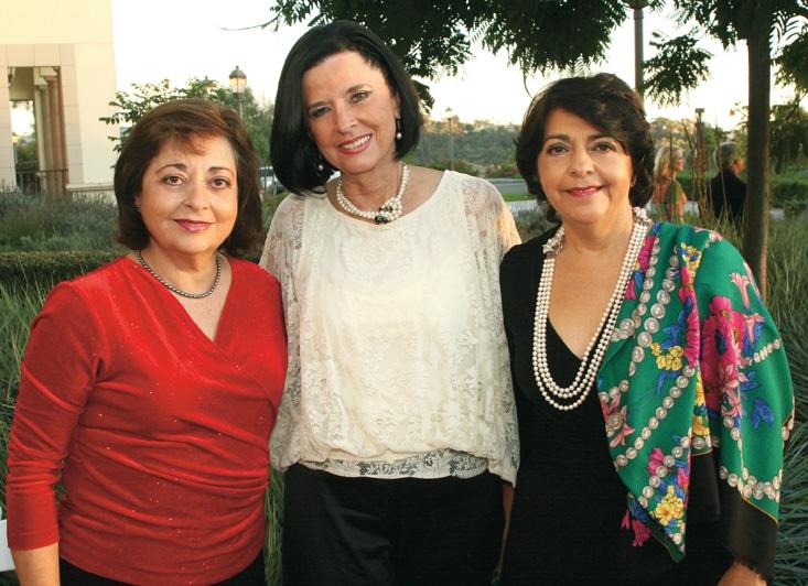 Becky Ramos, Tone Beguerisse y Yolanda Walther Meade.JPG