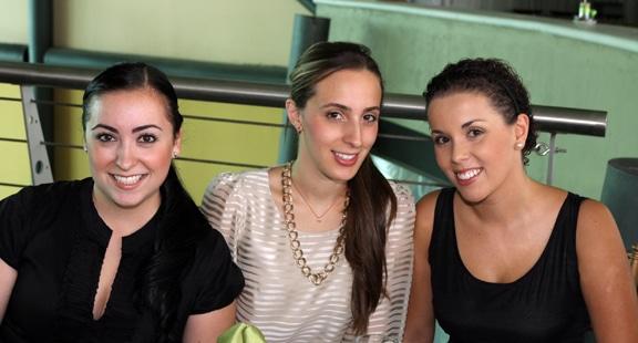 Carla Trujillo con Deborah y Denisse Kuri