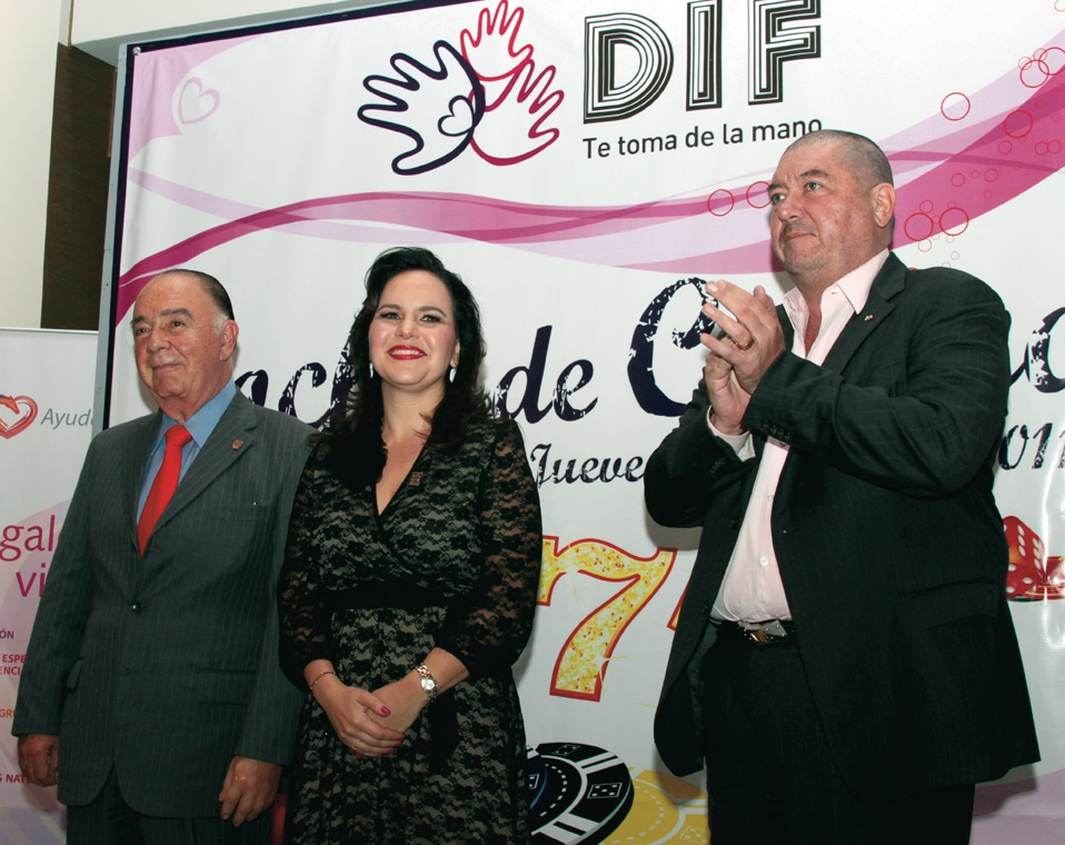 Carlos Bustamante, Carolina Bustamante y Jorge Hank Rhon +