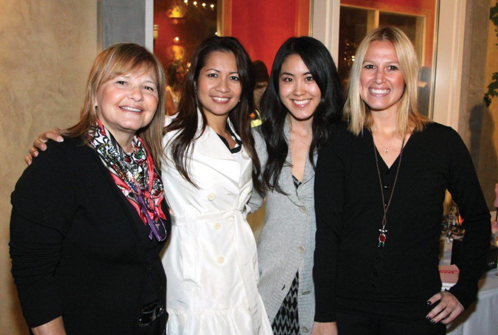 Carmen Fierro, Jen Sison, Christine Sato y Lisa Fierro.JPG