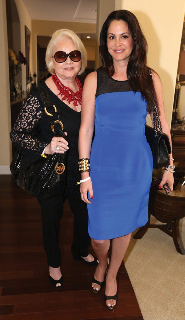Cathy Macias y Lisette Quiroz.JPG