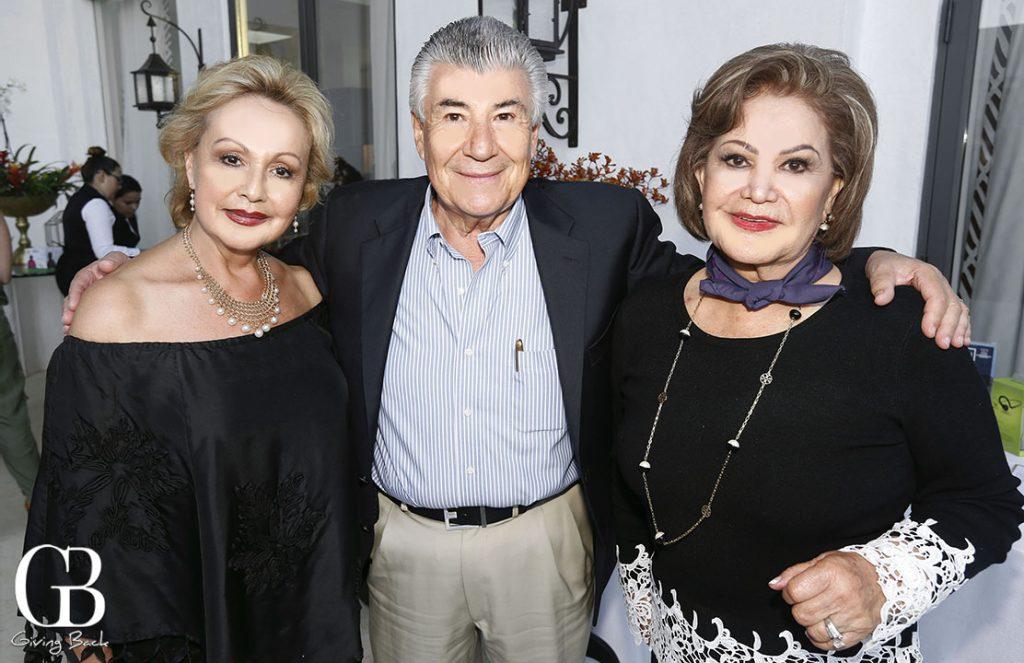 Chata y Roberto Castro con Ermenilda Limon