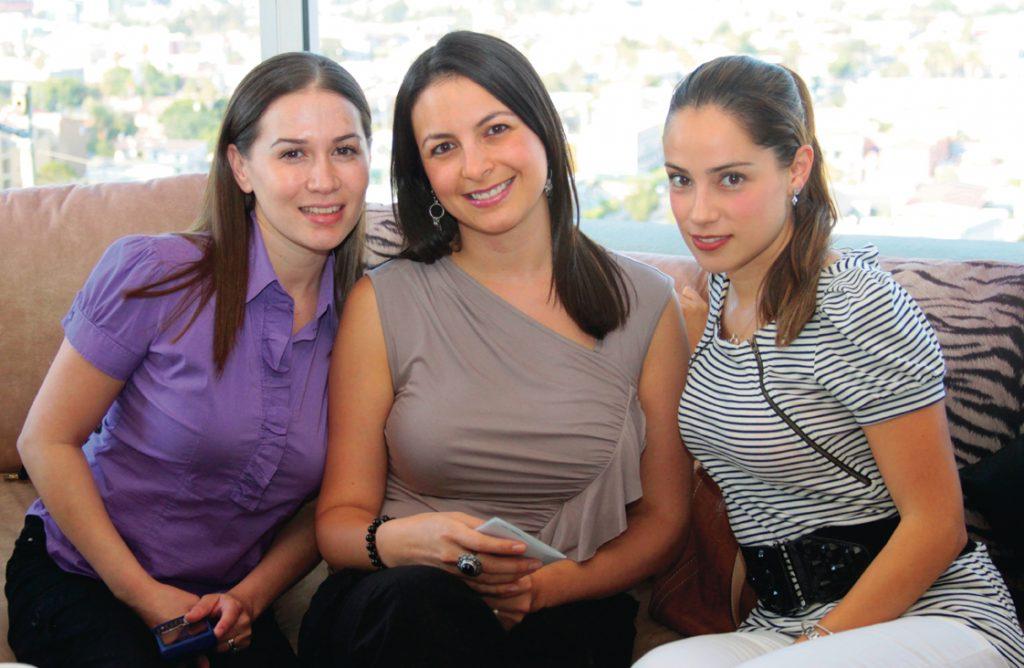 Cinthia Alvarez, Michelle Gamboa y Ingrid Suarez.JPG