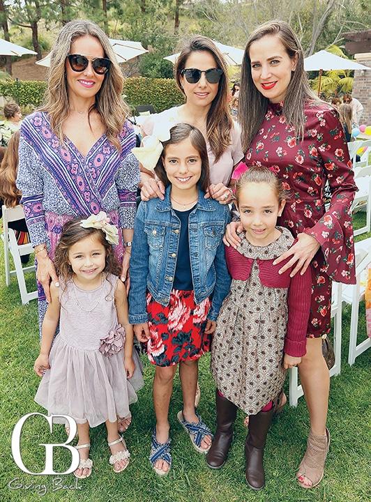 Claudia Gandara con Ines  Carla Gallegos con Pia Maria y Daniela Garcia con Luciana