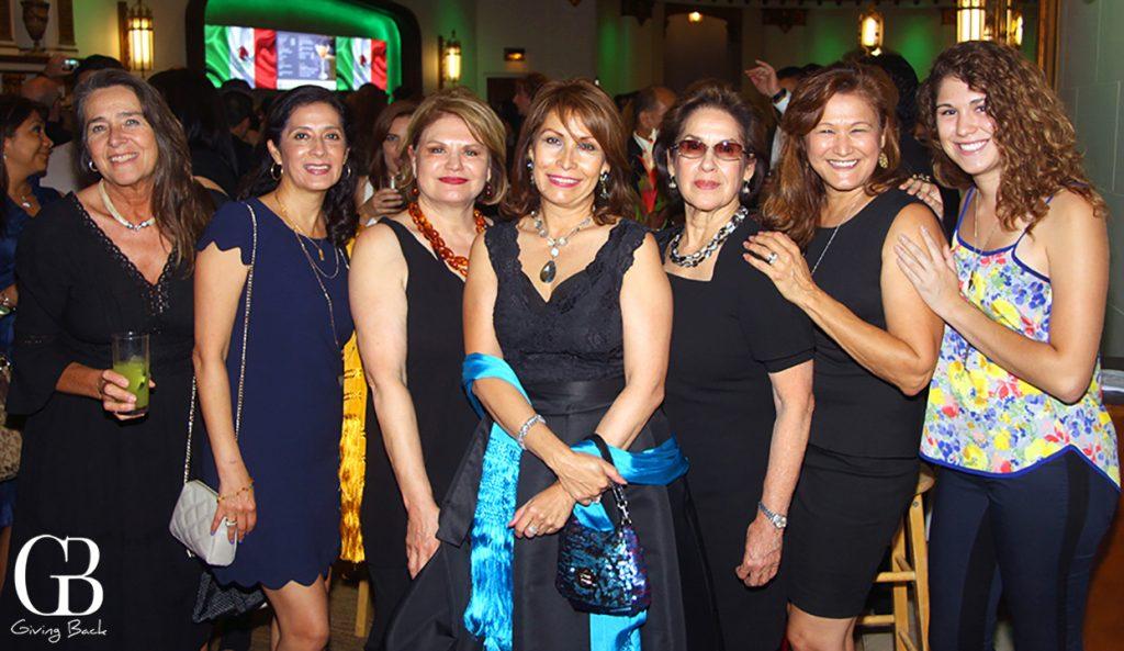 Consul Remedios Gomez Arnau with many binational friends