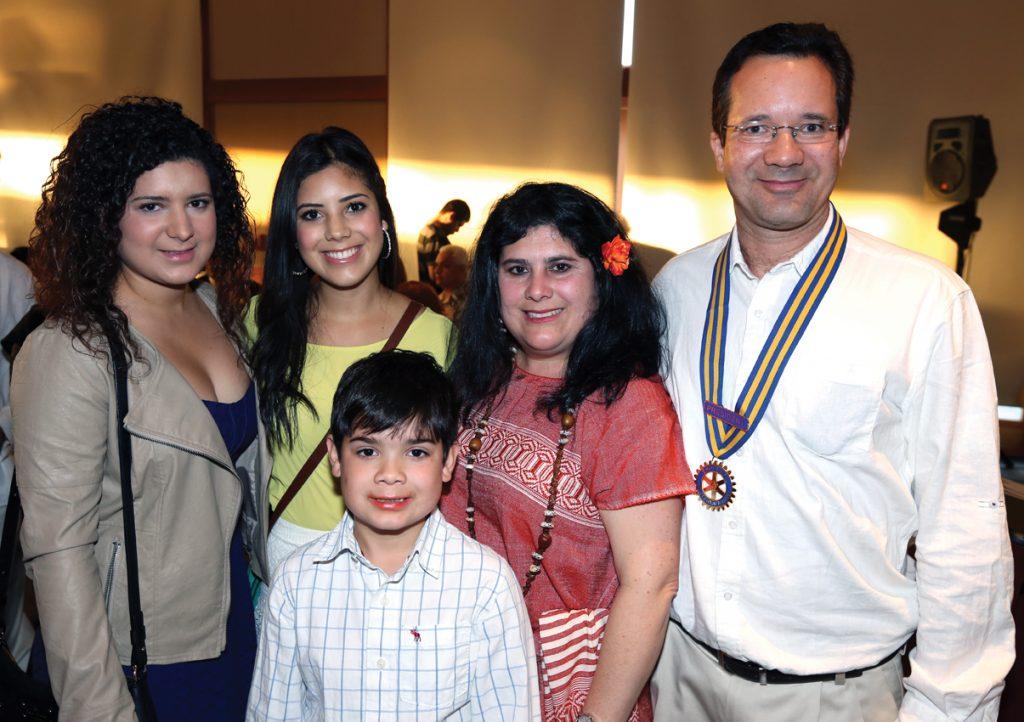 Daniel, Vanessa, Melissa, Lynda y Daniel Wood +.JPG