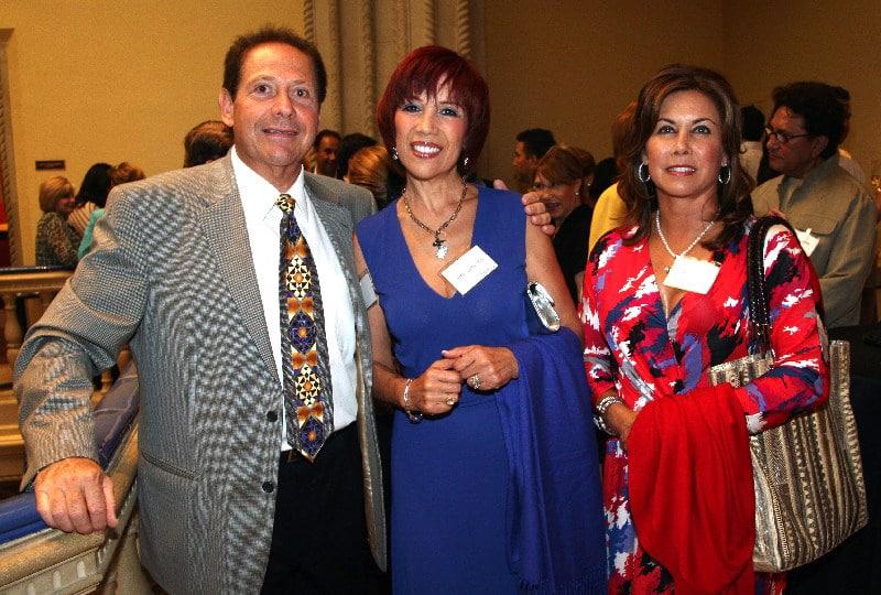 Daniel y Betty Lombrozo con Fernanda Vildosola.JPG