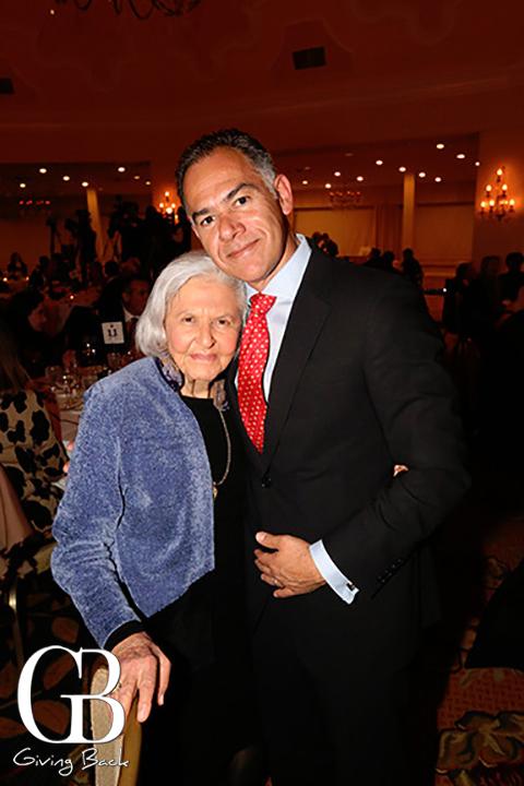Deborah Szekely y Roberto Arjona