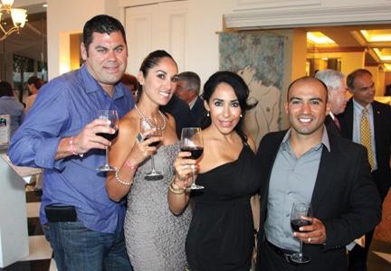 Eduardo y Patricia Quinteros con Esther y Rodolfo Placencia.JPG