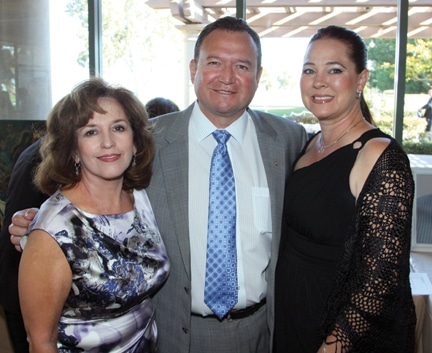 Elizabeth, Gustavo and Berenice Fimbres.JPG