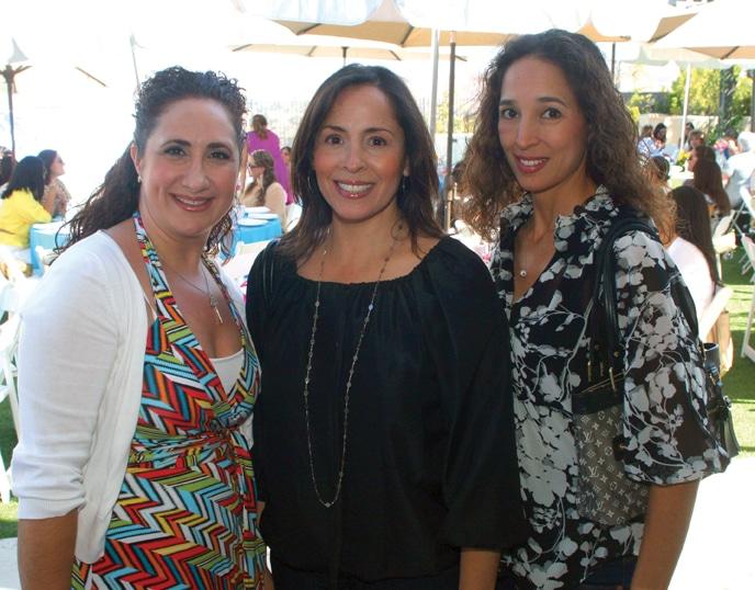 Emma Kayachanian con Rocio y Carla Zatarain.JPG