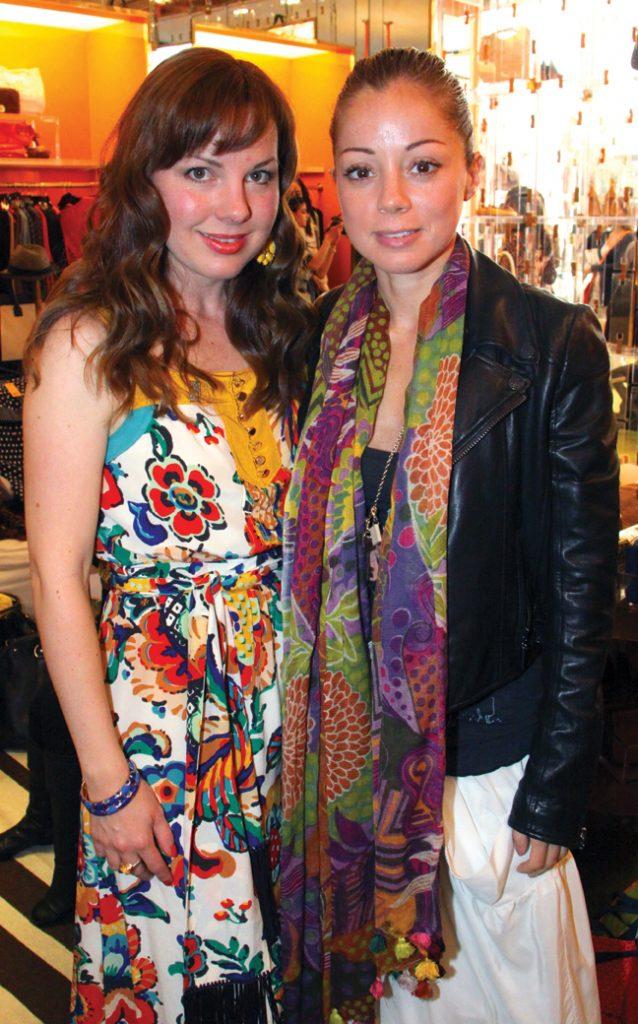 Emmaluisa Bustamante y Marcela Valladolid +.JPG