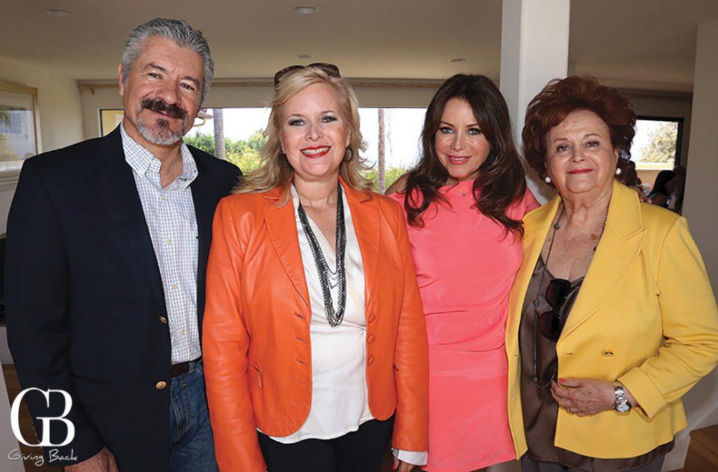 Enrique Del Valle con Monica  Rosella y Socorro Fimbres