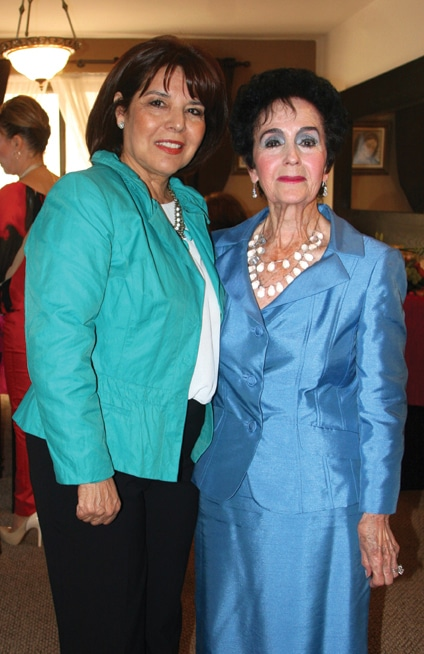 Estela Sainz y Yolanda Cantu.JPG