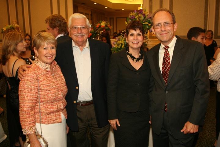 Esther y Alfredo Rodriguez con Sara y Dario Santana.JPG