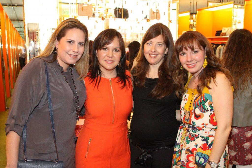 Gloria Elena Vega, Carolina Garcia, Carolina Vega y Emmaluisa Serhan.JPG