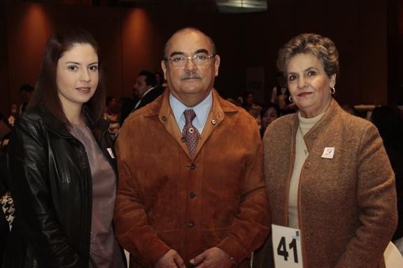 Graciela, Luis y Sylvia Albores.JPG