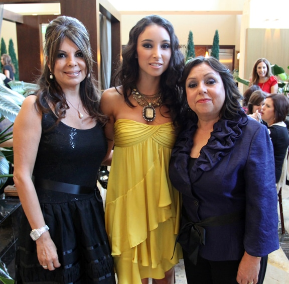 Gricelda Mawhinney, Elizabeth y Rosita Michel.JPG