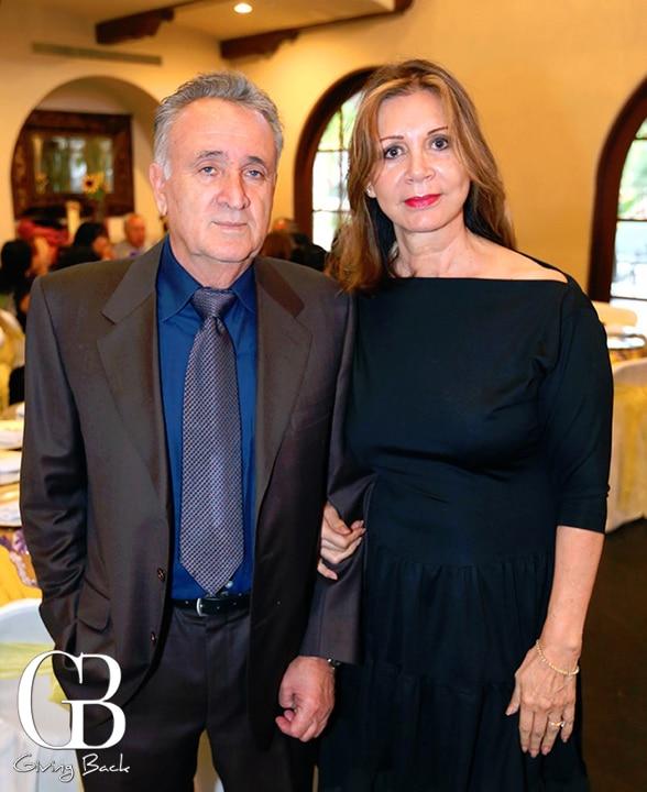 Hector y Elena Nava