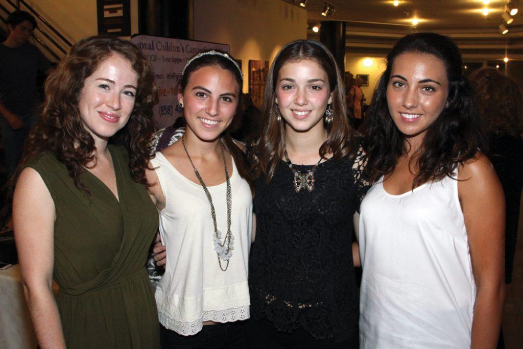 Isabela Guajardo, Isabela Arce, Susanah Honold y Gabriela Bremer.JPG