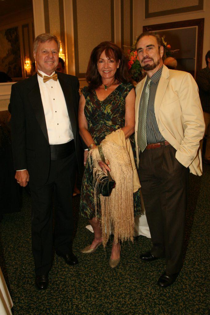Jeff Walin con Teresa y Carlos Oliva.JPG
