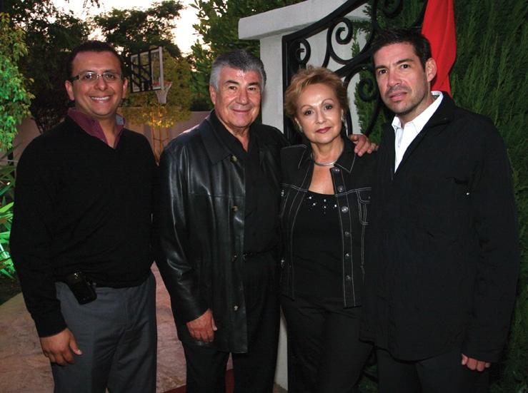 Jose Carlos Hernandez con Roberto, Margarita y Roberto Castro.JPG
