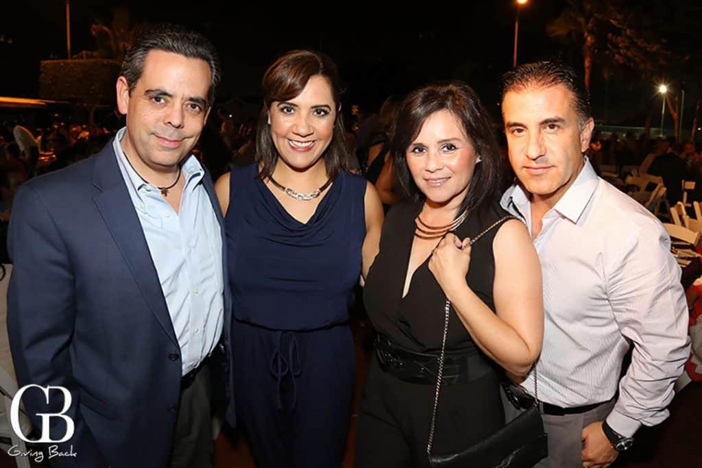 Jose y Betty Reyes con Carla Sotelo y Rene Banda