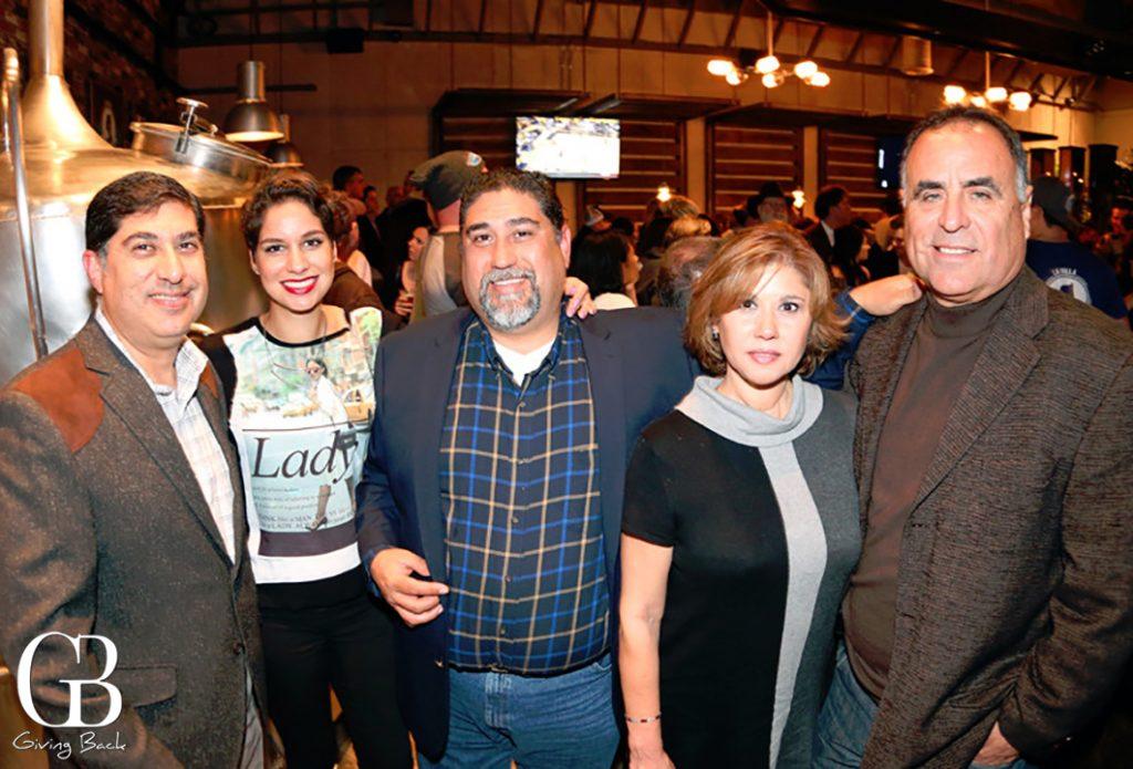 Julie  Ana  Ricardo y Yvette Torres Coto con Saul Flores