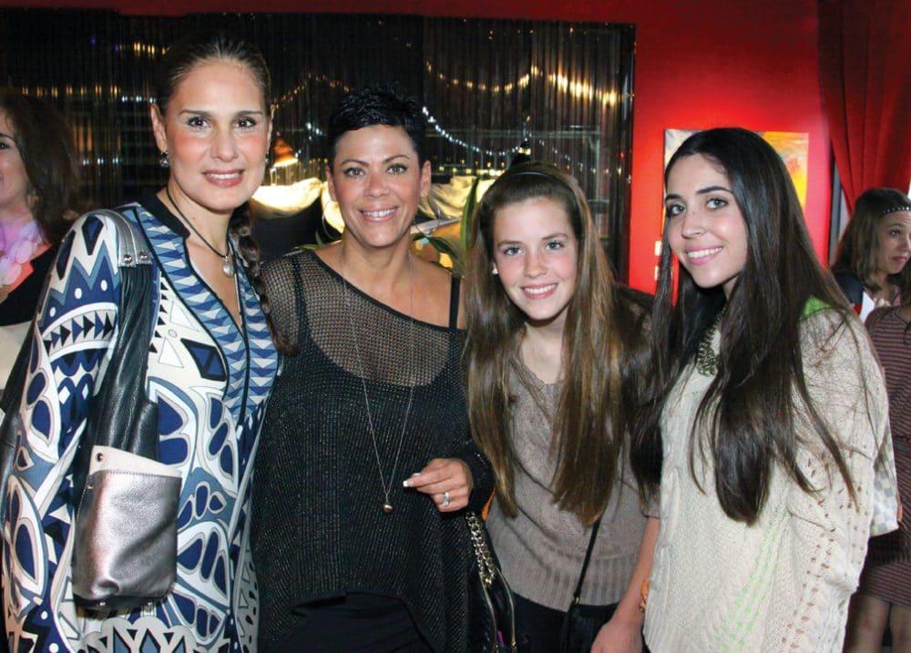 Karina Zaragoza con Czarina, Valeria y Sofia Ortiz.JPG