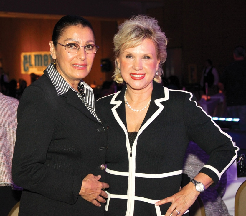 Karla Carrillo y Amelia Santa Cruz.JPG