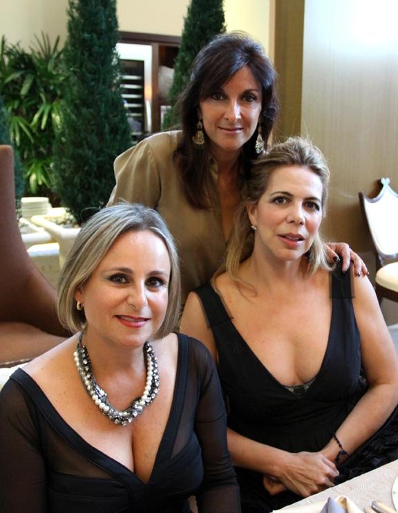 Karla Stamford, Carla Kyriakides y Zulema Martinez.JPG