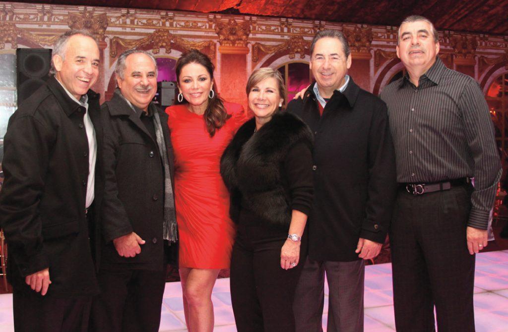 Kurt Honold, Alejandro Bustamante, Rosella Fimbres, Diana y Jorge Kuri con Ricardo Martinez.JPG