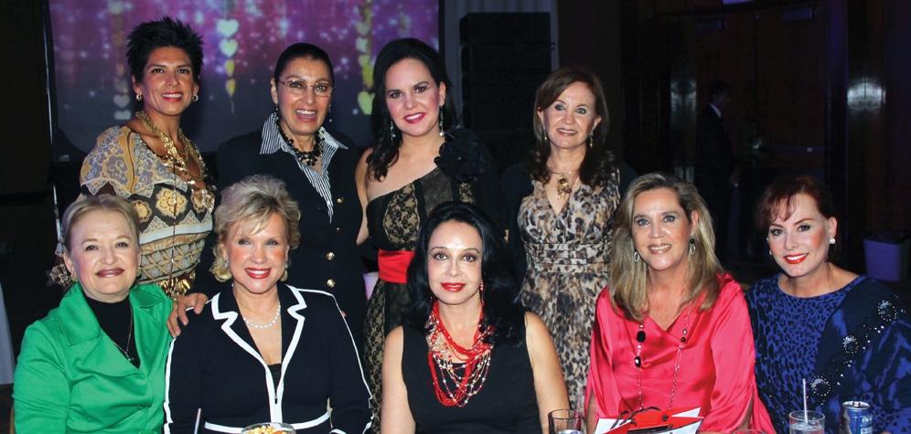 La Primera Dama con sus amigas.JPG