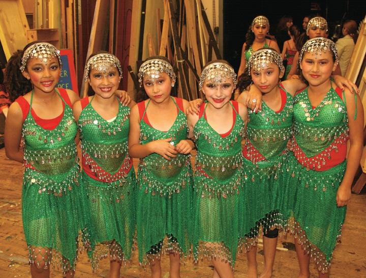 Las pequenas belly dancers.JPG