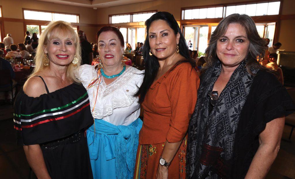 Laura Applegate, Bertha de la Fuente, Marcela Arechandieta y Lourdes Torres.JPG