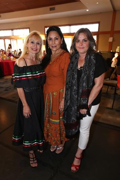 Laura Applegate, Marcela Arechandieta y Lourdes Torres.JPG