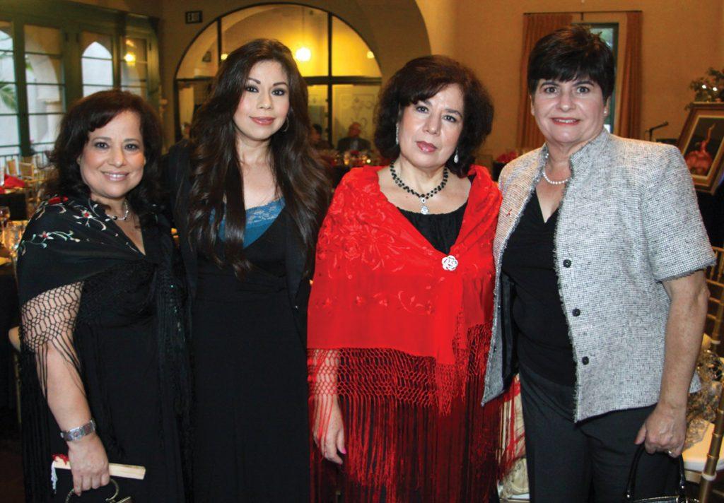 Leticia Moreno, Yvonne Zavala, Elisa Vera y Lourdes Acuna.JPG