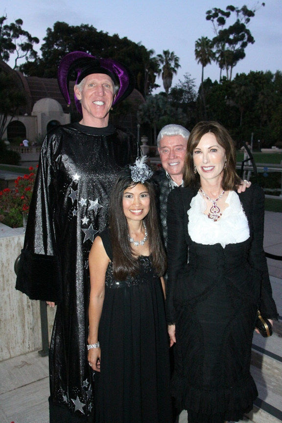 Lori and Bill Walton with Harry and Valerie Cooper.JPG