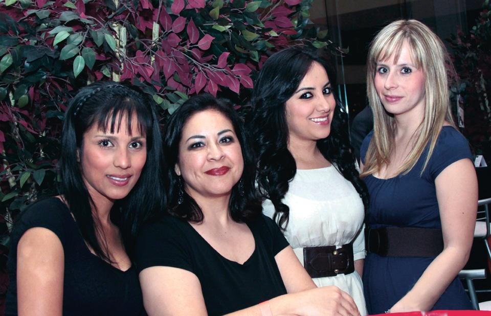 Lucero Velez, Bianca Garcia, Leticia Figuera  con Lizabeth