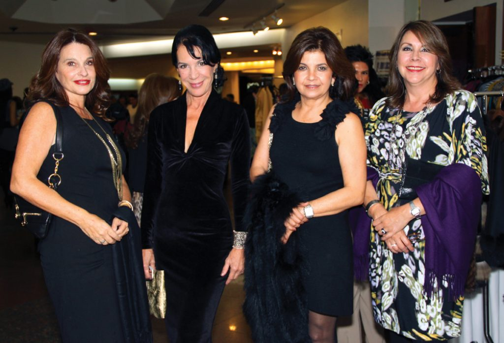 Maria Jose Camarena, Lourdes Flores, Lily Lutteroth y Sra. Bujazan.JPG