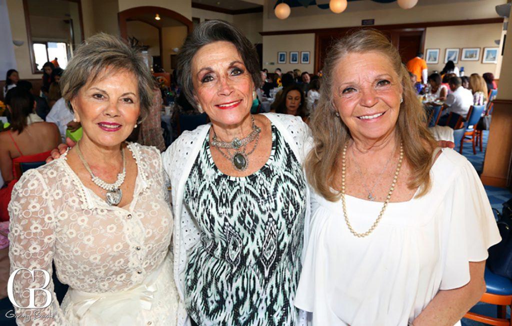 Maria Valencia  Vicki Rosas y Marisa Ugarte