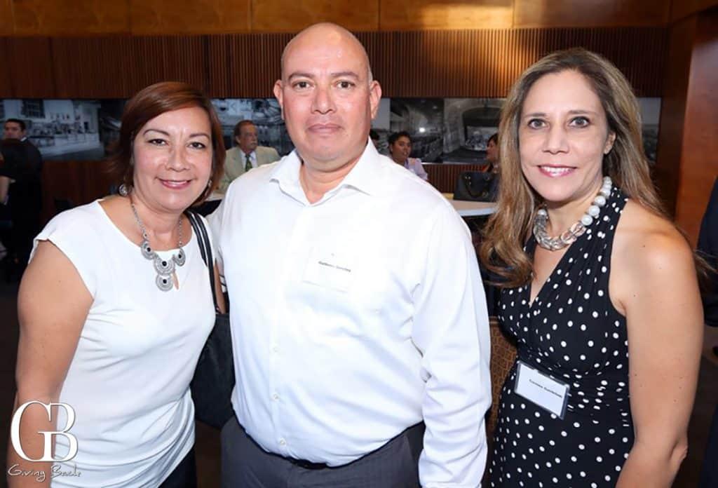 Maria y Guillermo Sanchez con Carmen Gastellum
