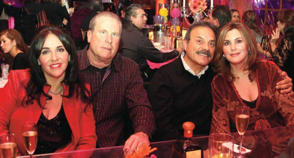 Marisol y Carlos Garcia con Larry y Carla Mikan.JPG
