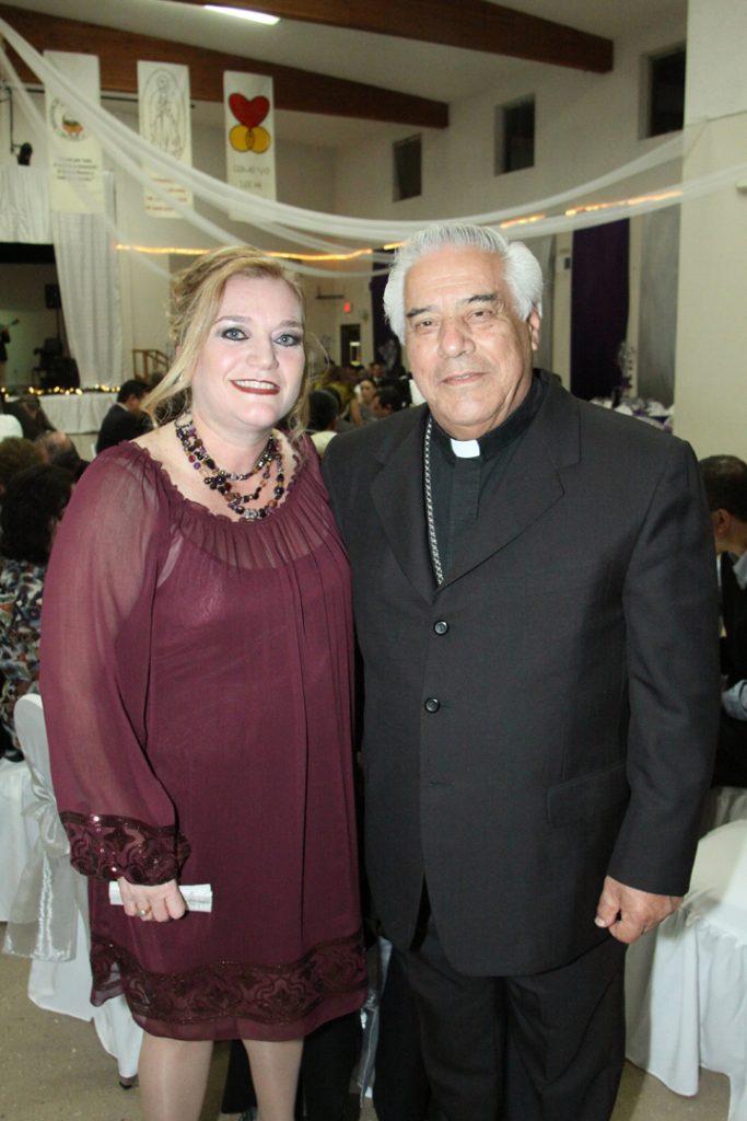 Marissa Coppel y Arzobispo Rafael Romo Munoz.JPG